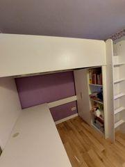 Stockbett mit Schreibtisch und Kleiderschrank