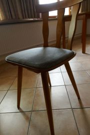 Verschiedene Tische u Stühle aus