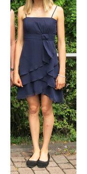 blaues Kleid für Ball Mittelball