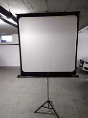 Leinwand und Dia Projektor