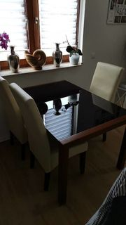 Tisch mit 4 Stühlen - Ausziehbar -
