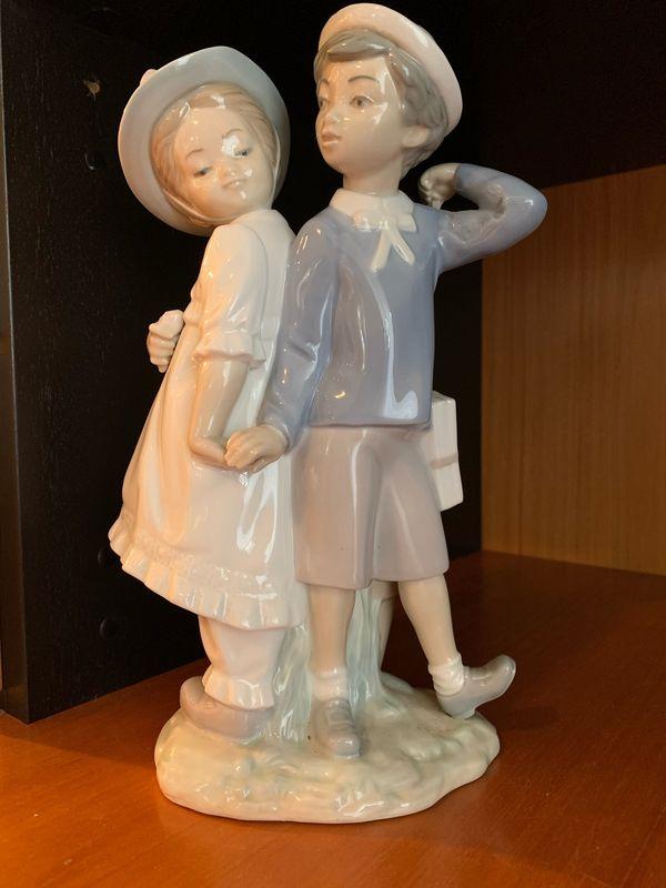NAO Lladro Porzellan Figur Junge Mädchen Deko 25cm - Hagen Berchum - Verkaufe eine Original NAO Lladro Figur aus Spanien (made in Spain) Porzellan Figur Junge und Mädchen, ungefähr 25cm hoch. - Hagen Berchum