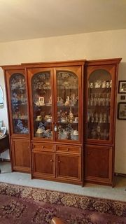 Sehr schöner alter Kirschholz-Wohnzimmerschrank abzugeben