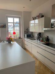 Wunderschöne weiße Hochglanz Küche mit