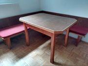 Eckbank und Tisch gratis abzugeben