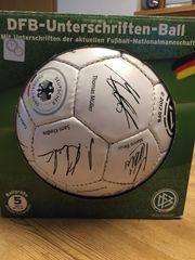 DFB-Fussball mit Autogrammen