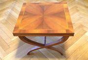 Couchtisch aus Holz mit Intarsien