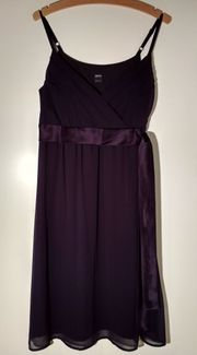 Süßes lila Abendkleid mit Schleife
