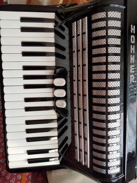 Tasteninstrumente - Akkordeon Hohner
