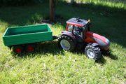Bruder Valtra Traktor mit Hänger