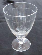 Biedermeier Glaskelch mit geschliffenem Blumenmotiv