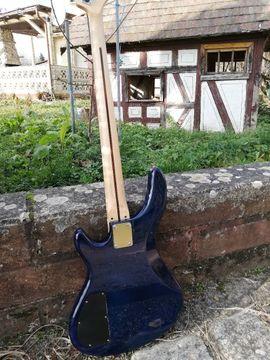 Bassgitarre - Einzelstück mit Reversed Headstock: Kleinanzeigen aus Steinheim - Rubrik Gitarren/-zubehör