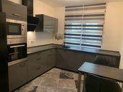 Moderne Einbauküche mit kompletten Elektrogeräten
