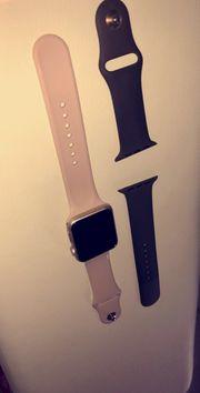 Apple Watch mit 2 Bändern