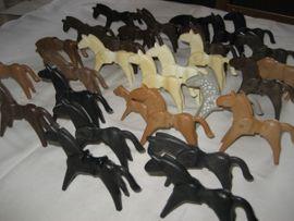 Bild 4 - 28 große Playmobil-Figuren Pferde 2 - Birkenheide Feuerberg