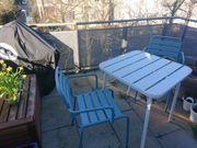 Balkonset mit Tisch und 2