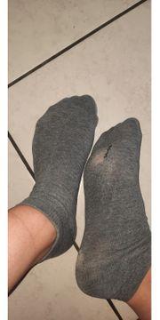 bebrauchte Socken grau