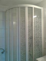 Duschtasse und Schiebetüren