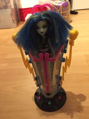 Monster High Ladestation und Puppe
