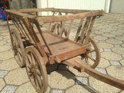 schöner alter Handwagen Leiterwagen Holzräder