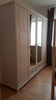 Kleiderschrank mit Spiegel