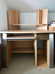 Computer-Schreibtisch