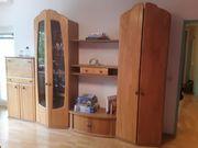 Gut erhaltener Wohnzimmerschrank mit Glasvitrine