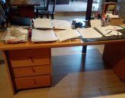 Großer Schreibtisch in L-Form
