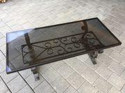Glastisch mit Stahlrahmen