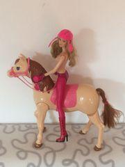Barbie Reiterin mit Reitpferd