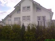 Doppelhaushälfte mit drei separaten Wohnungen