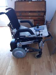Roll-Stuhl mit Stehfunktion von der