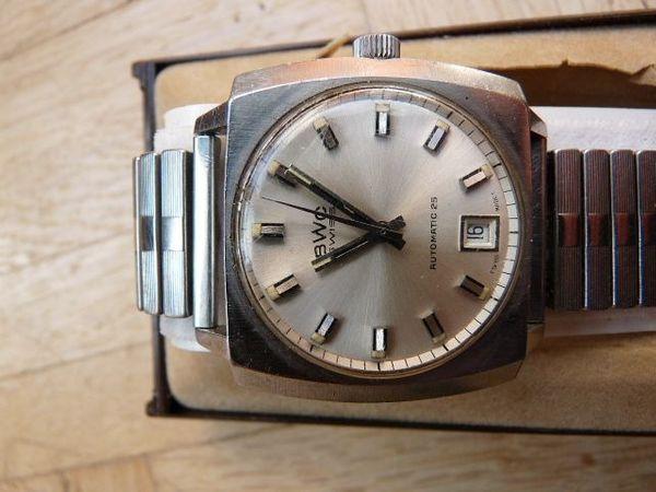Formschöne Uhr aus den 70ern