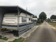Wohnwagen auf Stellplatz