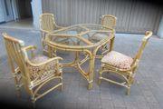 Esszimmer mit 4 Stühlen