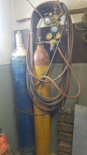 Gasflaschenset zum Schweißen