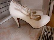 Weiße high-heels