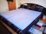 Schlafzimmerschrank und Bett