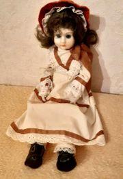 Goldige betagte Puppe mit Schlafaugen