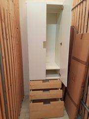 Holz-Schrank IKEA