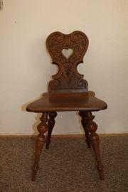 2 antike Vollholz Stühle geschnitzt