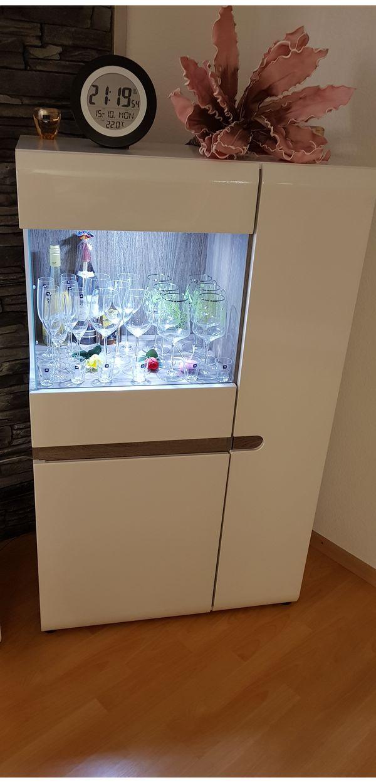 TV Element + Vitrine - Viernheim - In einem sehr guten Zustand mit ausreichendem Stauraum.TV-Element: BHT 164cm x 46cm x 42cmVitrine: BHT 85cm x 143cm x 42cmPreis VHB - Viernheim