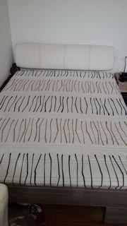 Neuwertiges Bett mit