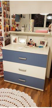 Schreibtisch und Komode