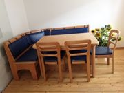 Truheneckbank mit Tisch und drei