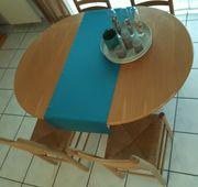 Sitzgruppe mit Tisch und 4