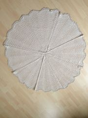 Handgefertigte Vintage Tischdecke rund