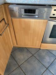 Küche mit Elektrogeräte und neue
