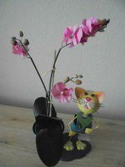 Dekoration Katze mit künstlicher Orchidee