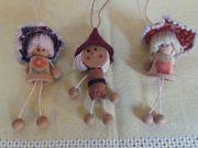 Drei kleine niedliche Puppen Handarbeit